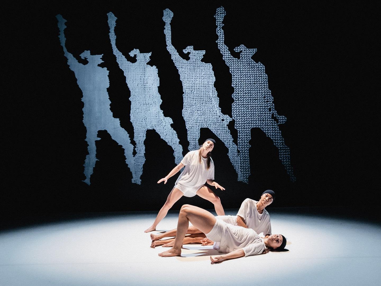 Program Zagrebačkog plesnog ansambla u listopadu 2020. – nove izvedbe uspješnice 'Gore' i premijera predstave 'Oko s Površine'